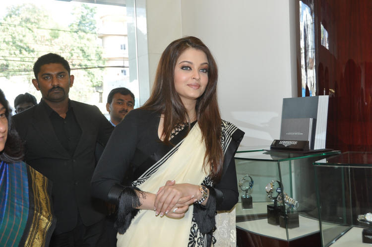 Aishwarya Attend Longines Watch Show Room Launch