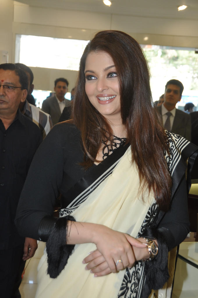 Aishwarya Charming Look Photo Clicked At Longines Watch Show Room Launch