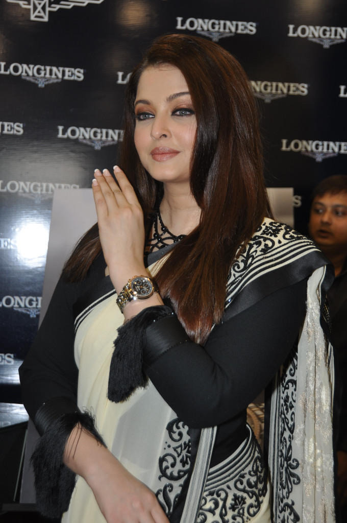 Aishwarya Looked Ravishing In A Saree At Longines Watch Show Room Launch
