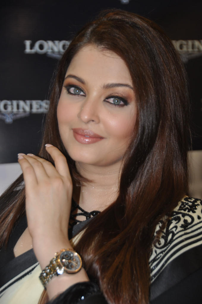 Aishwarya Sizzling And Attractive Photo Clicked At Longines Watch Show Room Launch