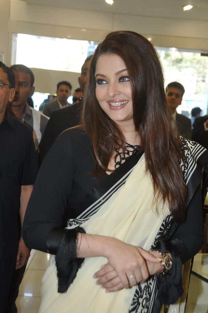 Aishwarya Trendy Looking Photo Still At Longines Watch Show Room Launch