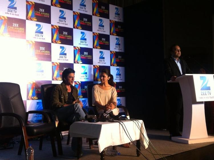 Shahrukh And Deepika Discussion Still At Zee Cine Awards Press Meet