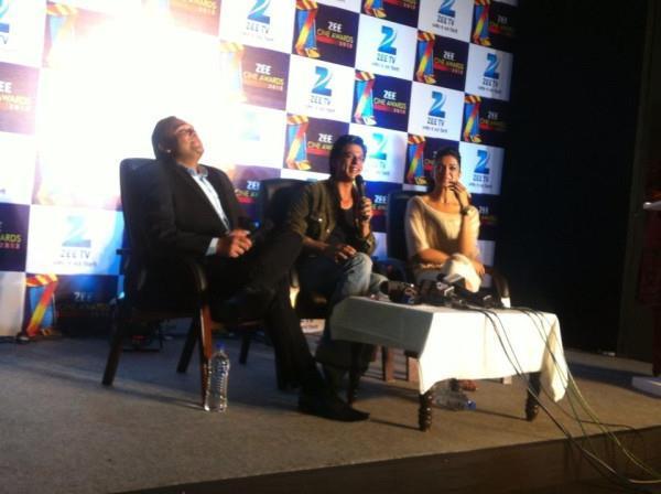 Shahrukh And Deepika Speaks Still At Zee Cine Awards Press Meet
