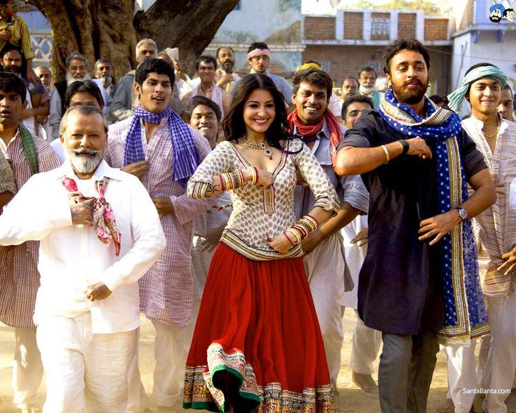 Pankaj,Anushka And Imran Dancing Still From Movie Matru Ki Bijlee Ka Mandola