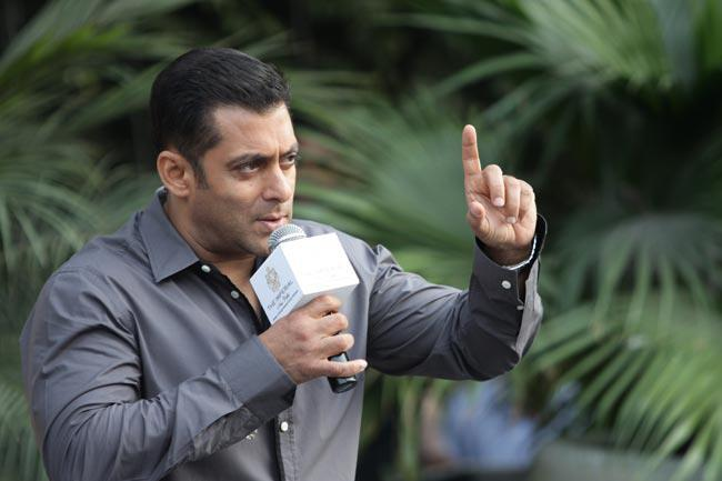 Salman Rocking Look At Dabangg 2 Promotion In Delhi