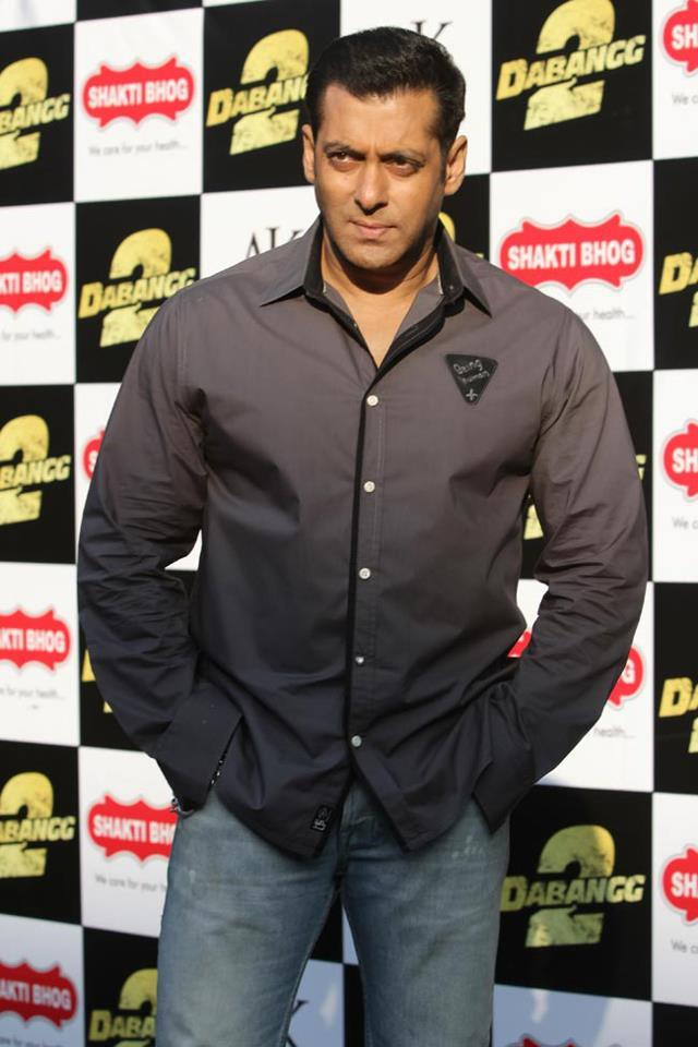 Salman Spotted At Delhi For Promotion Movie Dabangg 2