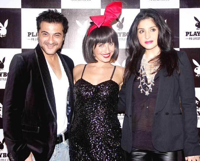 Sanjay Kapoor And Maheep With Playmate Smiling Pose At The Playboy Bash