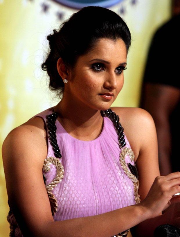Sania Mirza Glamour Look At Nach Baliye 5 Press Meet