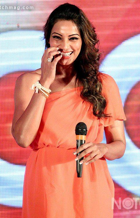 Bipasha Basu Flashes A Smile At CCL Press Conference