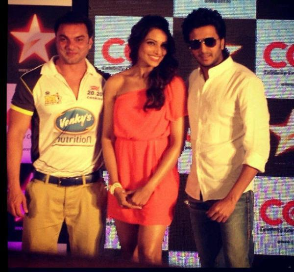 Bipasha,Riteish And Sohail Posed At CCL Press Conference