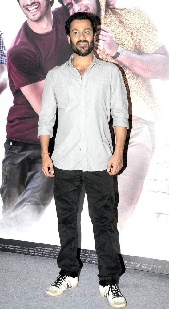 Abhishek Kapoor Flashes A Smile At Kai Po Che Movie Trailor Launch