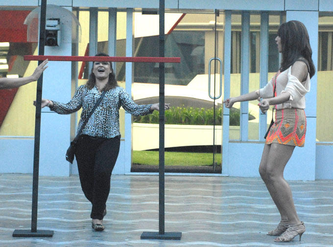 Bipasha Basu Enjoy Still On Bigg Boss House