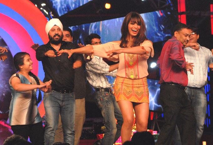 Bipasha Basu Rocked On The Sets Of Bigg Boss 6