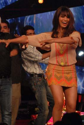 Bipasha Hot Dancing Pose On The Sets Of Bigg Boss 6