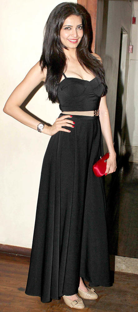 Karishma Looked Gorgeous In A Black Gown At Her Birthday Bash