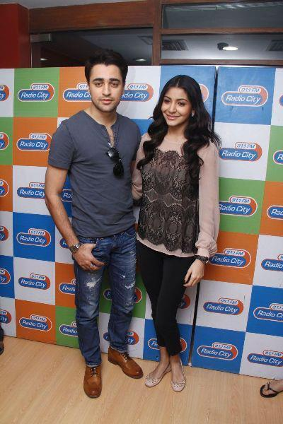 Imran And Anushka Nice Photo Clicked At Radio City 91.1 FM For Promotion Of MKBKM