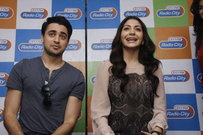 Imran And Anushka Smiling Still At Radio City 91.1 FM For Promotion Of MKBKM