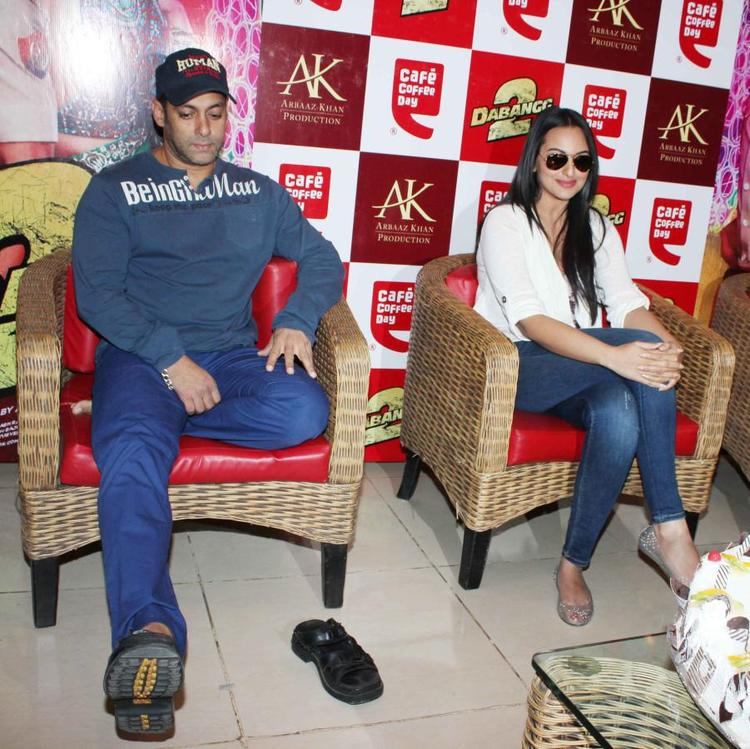 Salman And Sonakshi Glamour Look Photo At Cafe Coffee Day For Dabangg 2 Promotion