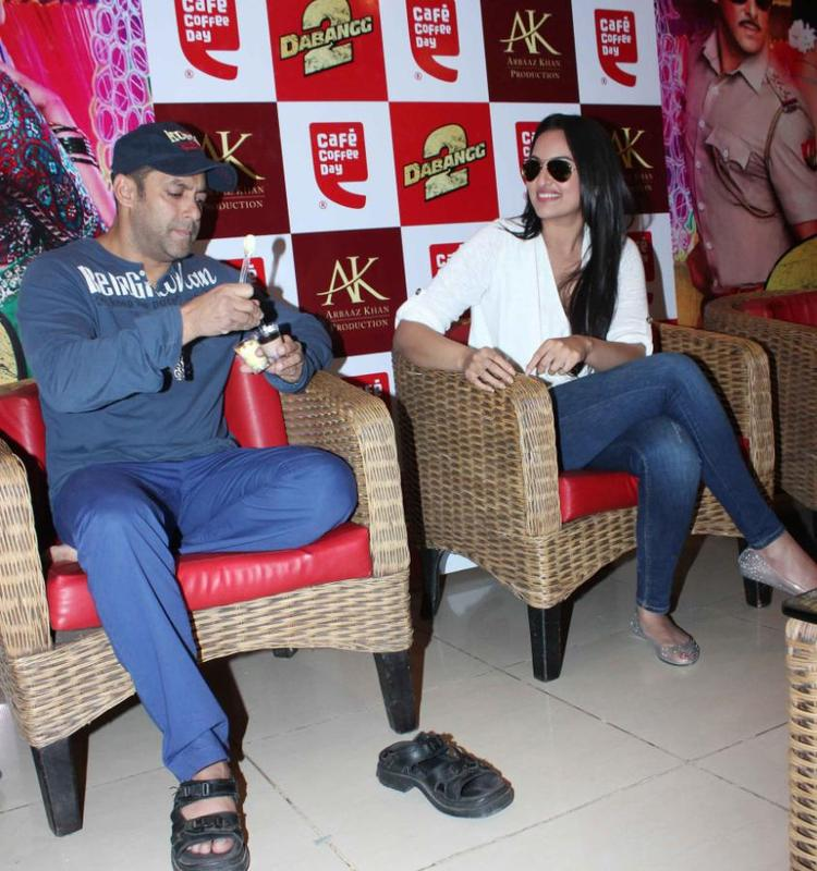 Salman And Sonakshi Nice Photo At Cafe Coffee Day For Dabangg 2 Promotion