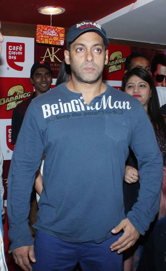 Salman Dabangg Look At Cafe Coffee Day For Dabangg 2 Promotion
