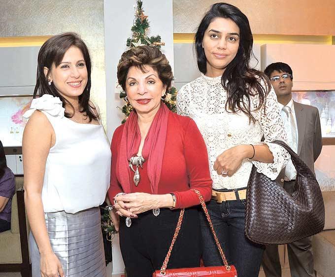 Amrita,Sabira And Apeksha Pose For A Click At Zoya Christmas Special Bash 2012