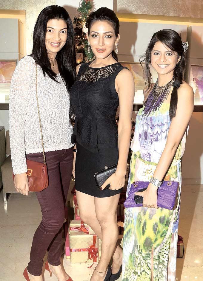Mamta,Sudeepa And Rucha Clicked At Zoya Christmas Special Bash 2012