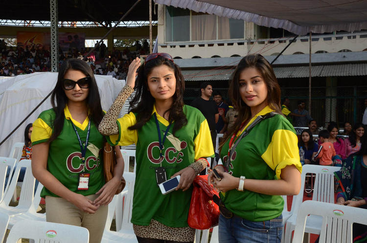 Madhurima,Madhavi And Madhu In Jursey At Celebrity Cricket League