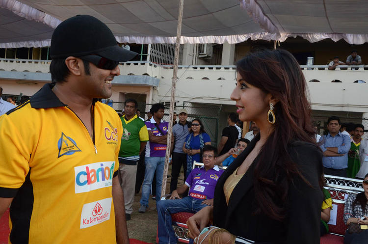 Sanjana And Tarun Talking Still At Celebrity Cricket League