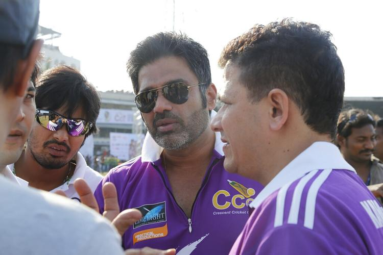 Sunil Shetty Conversation Photo During The Match Between Mumbai Heroes And Telugu Warriors