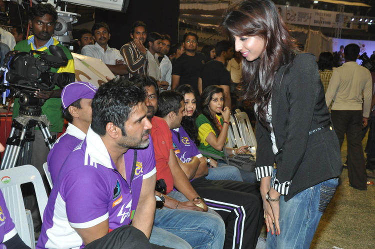 Sunil,Madhurima And Sanjana Snapped During The Match Between Mumbai Heroes And Telugu Warriors