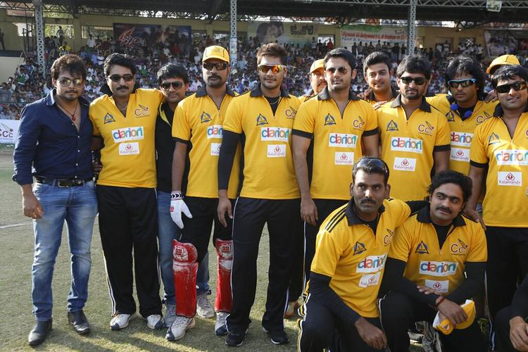 Tarun,Naveen And Nitin With Other Team Members Photo Clicked  During The Match Between Mumbai Heroes And Telugu Warriors