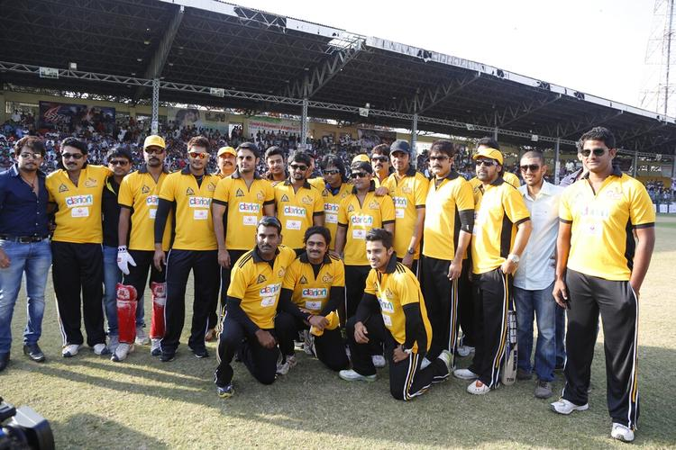 Tarun,Naveen,Srikanth And Nitin With Other Team Members  During The Match Between Mumbai Heroes And Telugu Warriors