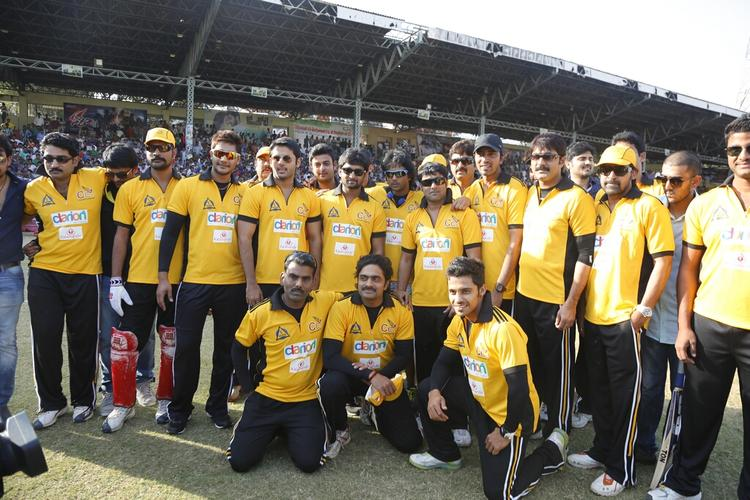Tarun,Naveen,Srikanth And Nitin With Other Team Members Posed For Camera During A CCL Match