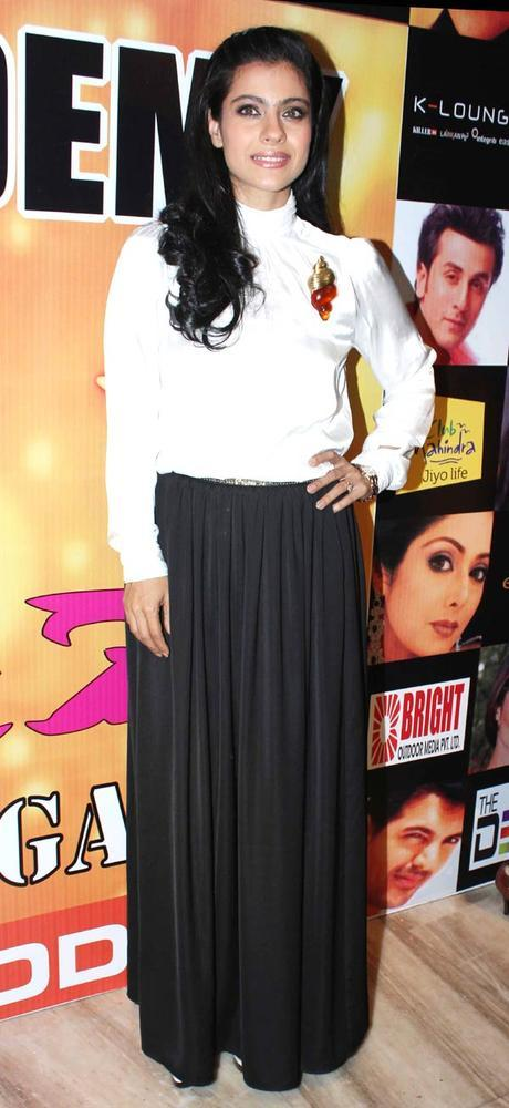 Kajol Nice Pose For Camera At Star Nite 2012 By Star Dance Academy