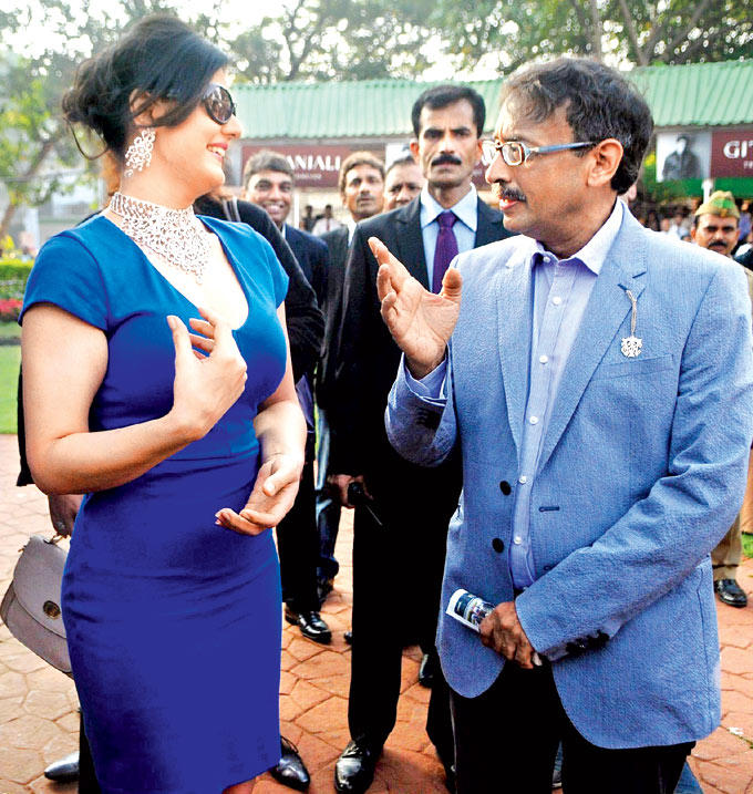 Zarine Chats With Vivek Photo Clicked At Nakshatra Indian 2000 Guineas Race
