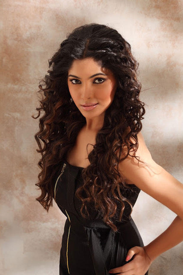 Bhanu Completed Her Look With Flowing Hair Photo Still