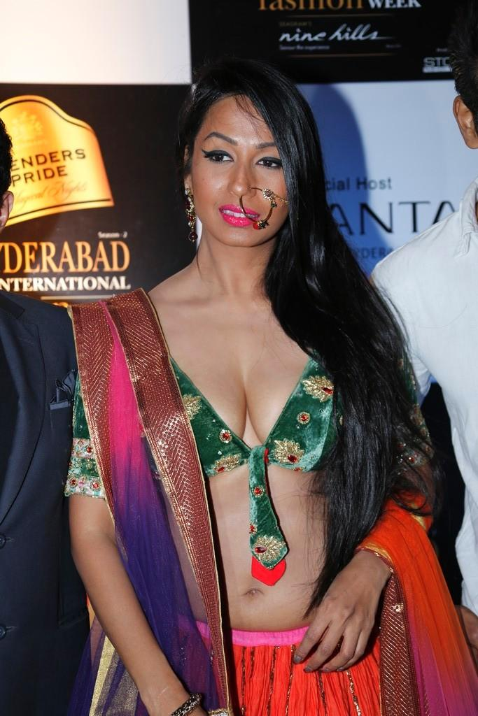 Kashmira Hot Look Photo Clicked At Blenders Pride Hyderabad International Fashion Week
