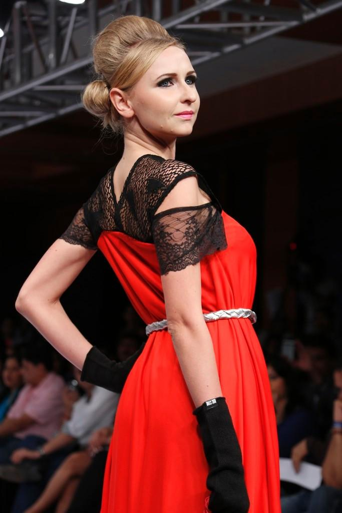 A Sexy Model On Ramp Pose For Camera At Blenders Pride Hyderabad International Fashion Week