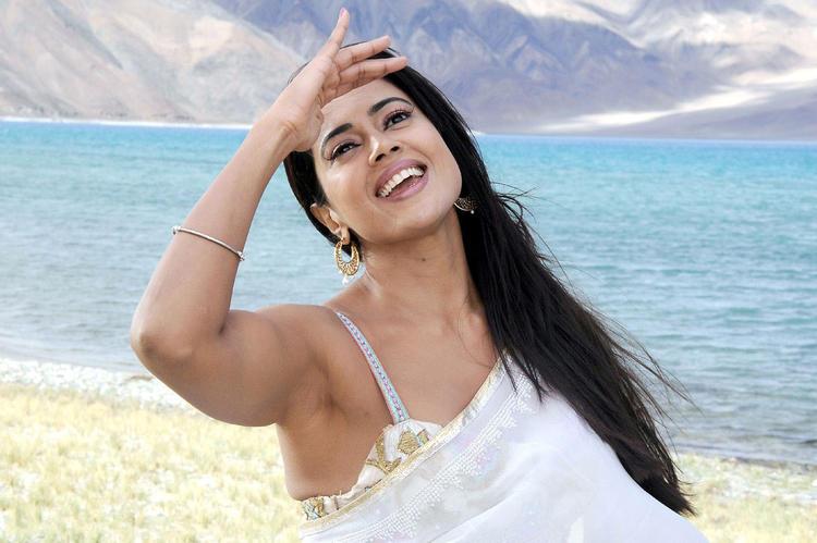 Sameera Reddy Charming Face Look Still