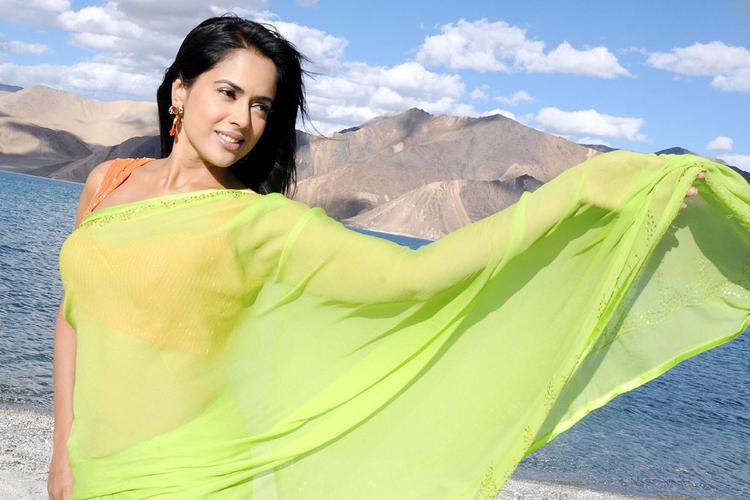 Sameera Reddy In Saree Nice Still