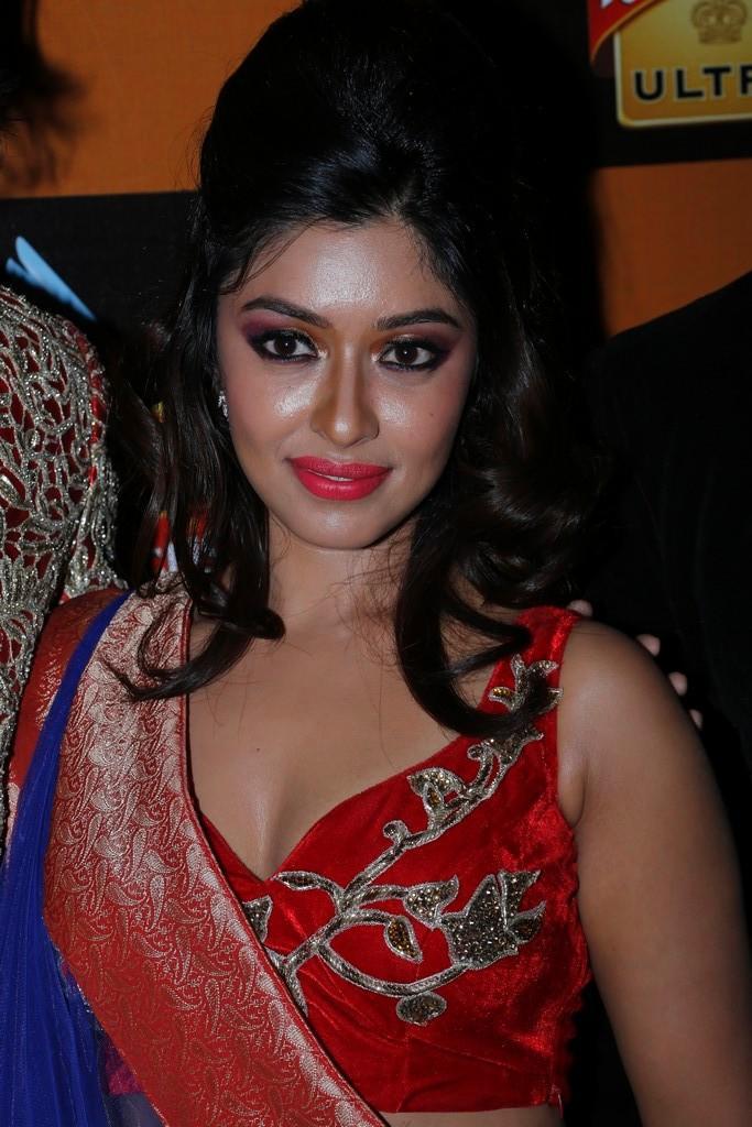 Payal Ghosh Dazzling Face Look At Blenders Pride Fashion Week 2012