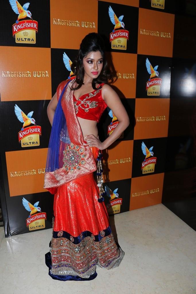 Payal Ghosh Strikes A Pose At Blenders Pride Fashion Week 2012
