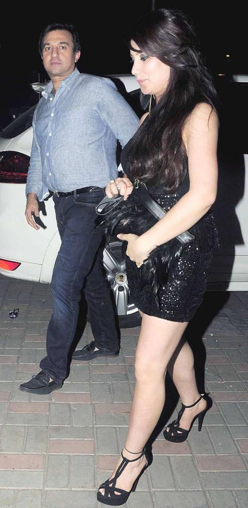 A Celeb Looked Sexy In Black Dress Arrived At Jackky Bhagnanis Birthday Bash