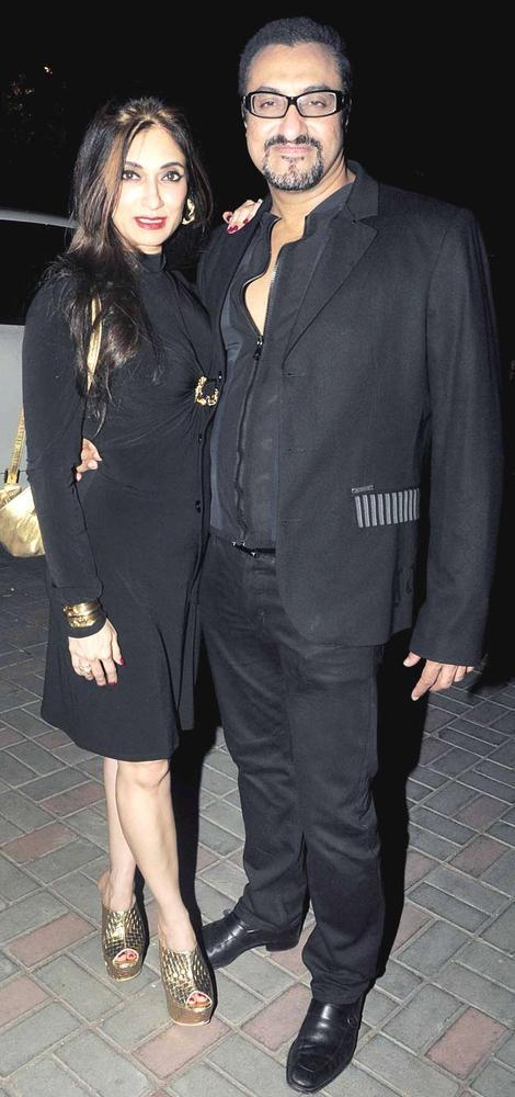 Lucky With Hubby Mohomed Posed For Camera At Jackky Bhagnanis Birthday Bash