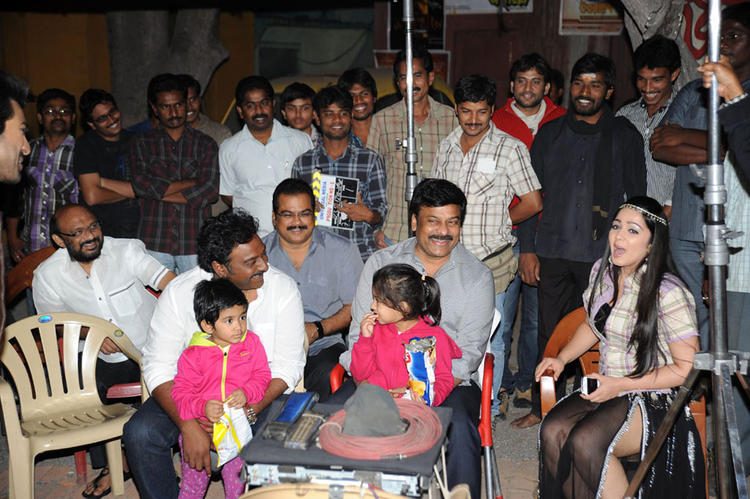 Vinayak,Chiranjeevi,Danayya And Charmi Smiling Still At Naayak Movie Sets