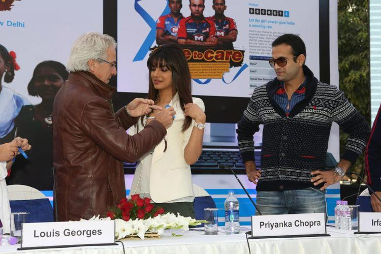Priyanka And Irfan During The Launch Of Unicef Cheer-O-Meter