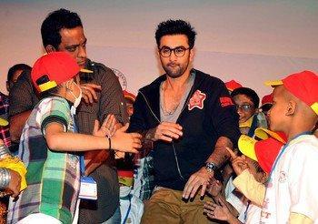 Ranbir Kapoor Rocked With Kids At Tata Memorial Hospital