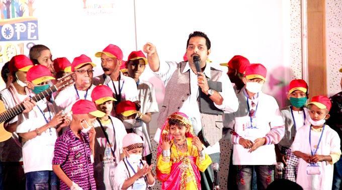 Shankar Mahadevan Performs With Kids At Tata Memorial Hospital