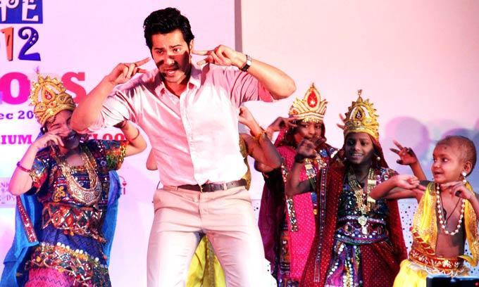 Varun Dhawan Performs With The Children At Tata Memorial Hospital