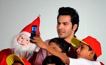 Varun Dhawan Posed With Kids At Tata Memorial Hospital